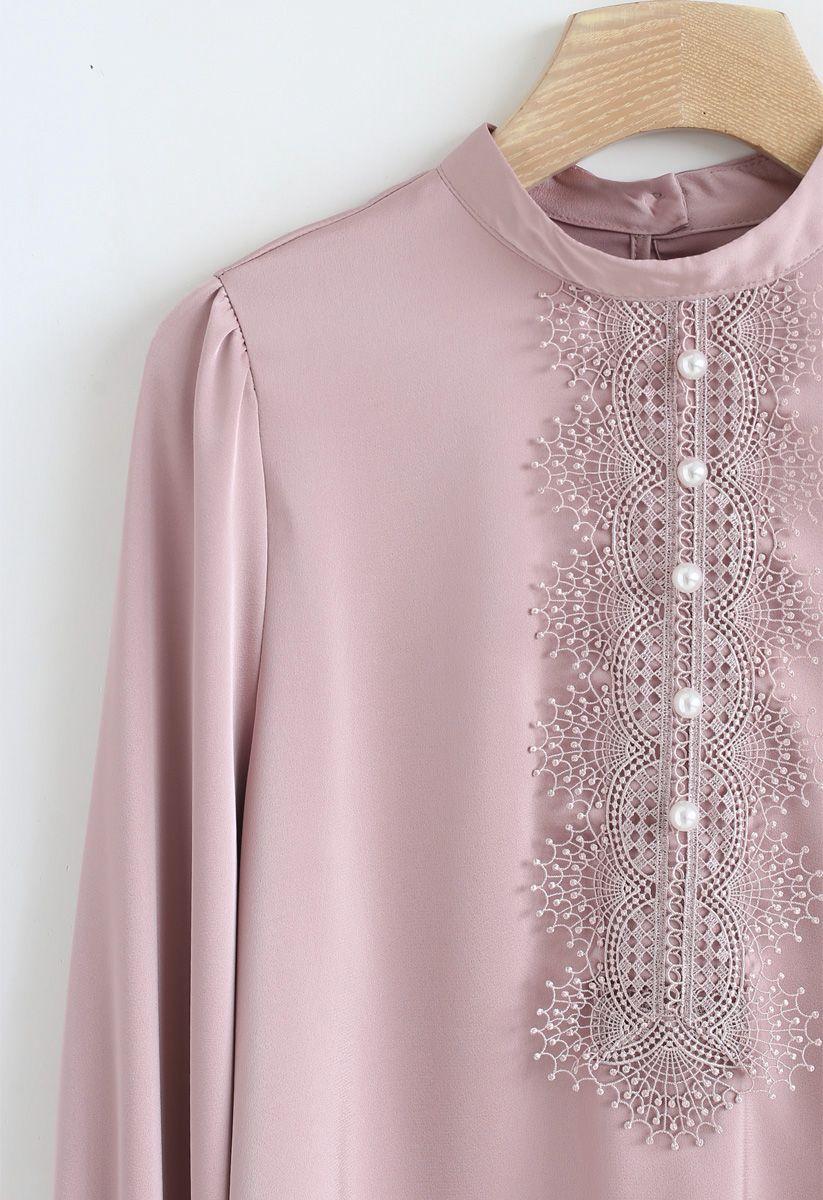 Top en mousseline de soie ornée de perles en rose