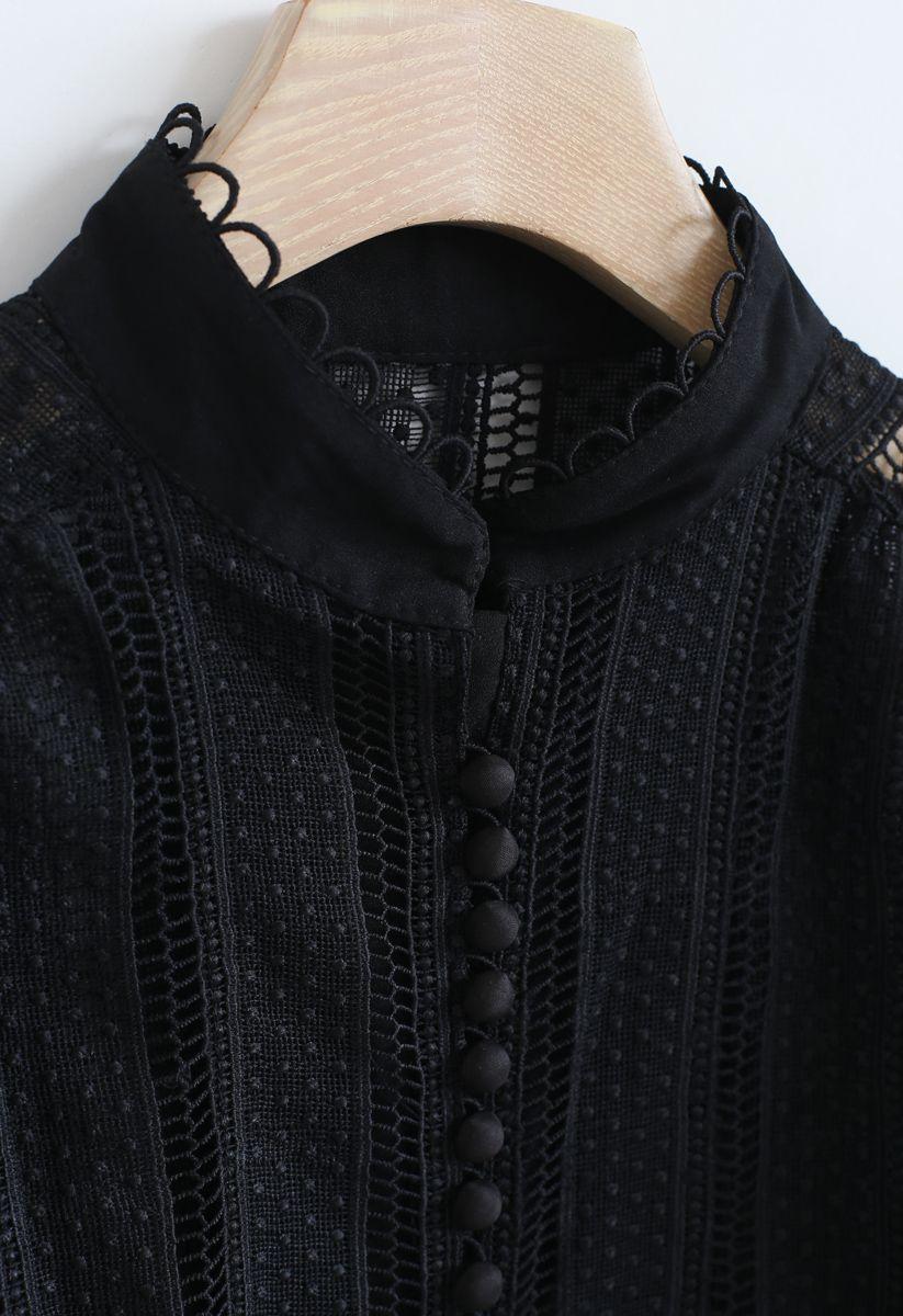 Haut boutonné à œillets en crochet en noir
