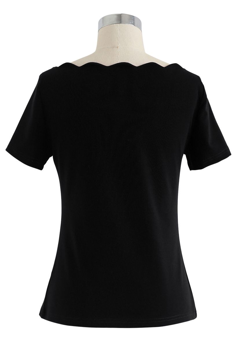 Wavy Boat Neck Short Sleeves Top in Black