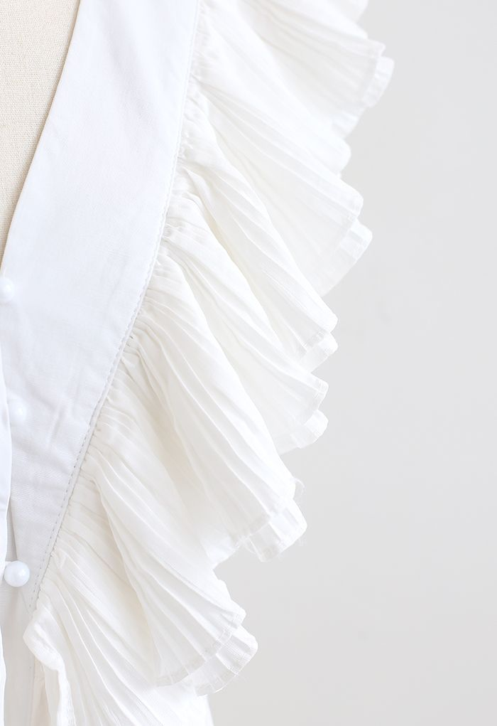 Crop top plissé à col en V profond boutonné à volants en blanc