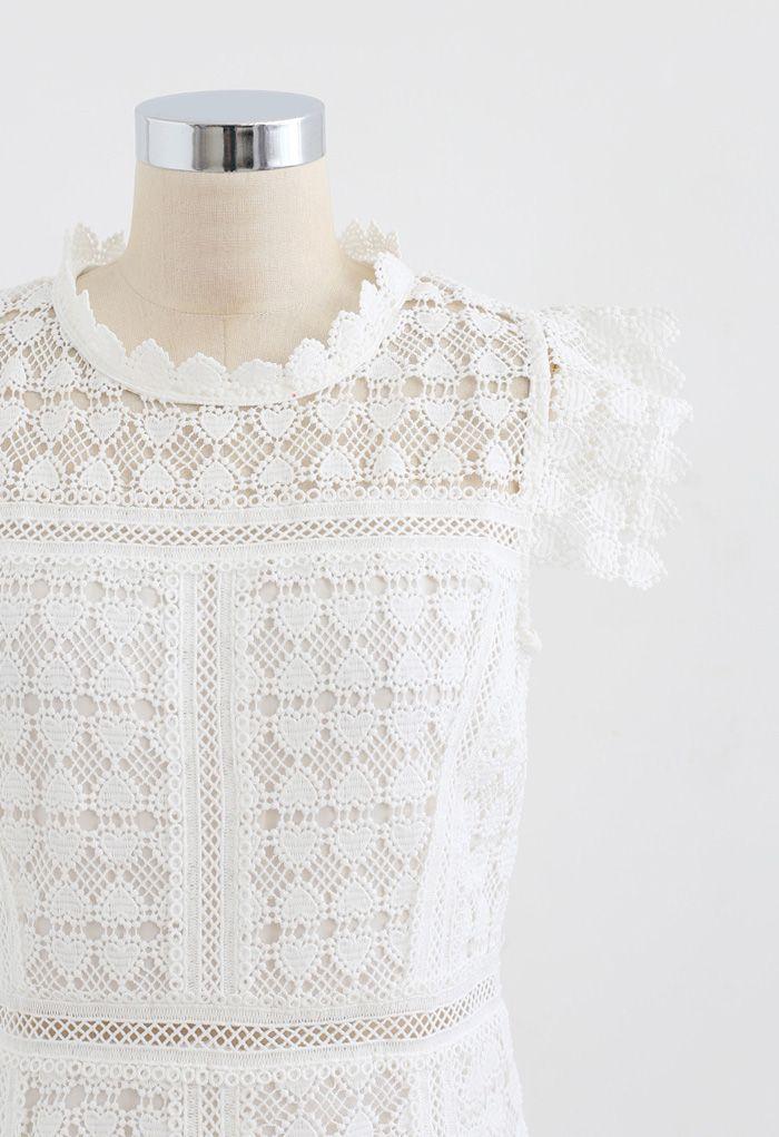 Robe sans manches en crochet pleine de cœur en blanc