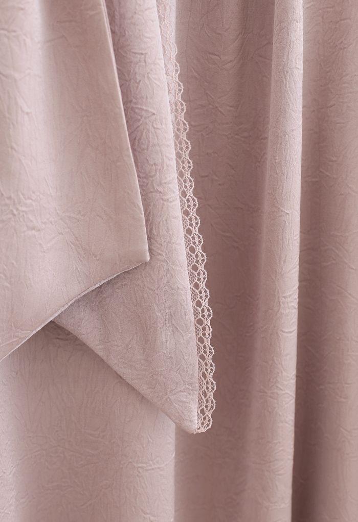 Top en satin texturé à nœud papillon en dentelle en rose poudré