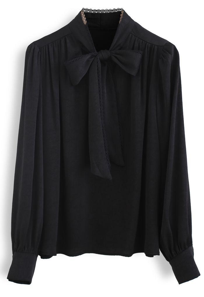 Top en satin texturé à nœud en dentelle et nœud en noir