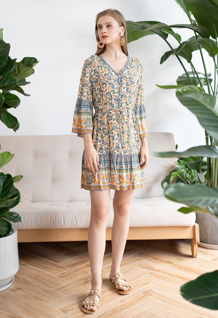 Mini-robe bohème florale avec cordon de serrage à la taille