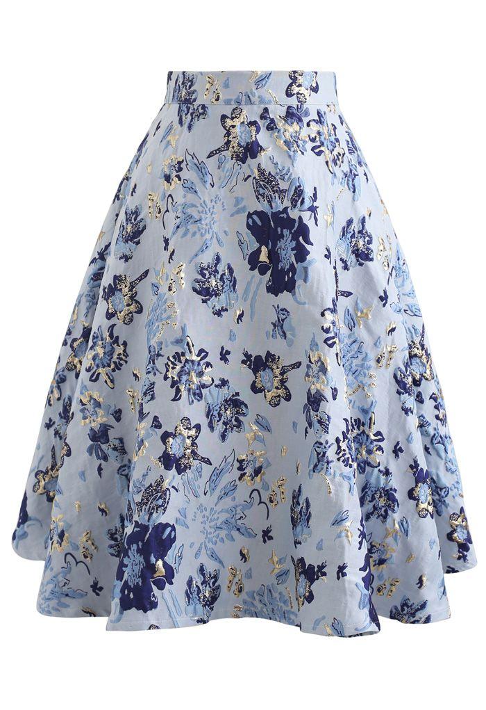 Jupe mi-longue bleue en jacquard à fleurs embossées