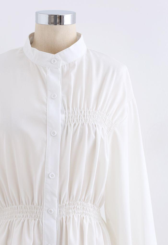 Robe chemise asymétrique froncée boutonnée en blanc