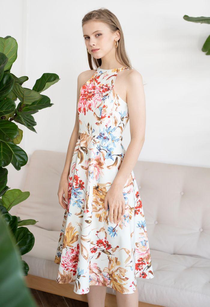 Superbe robe mi-longue à imprimé floral et licou en rose