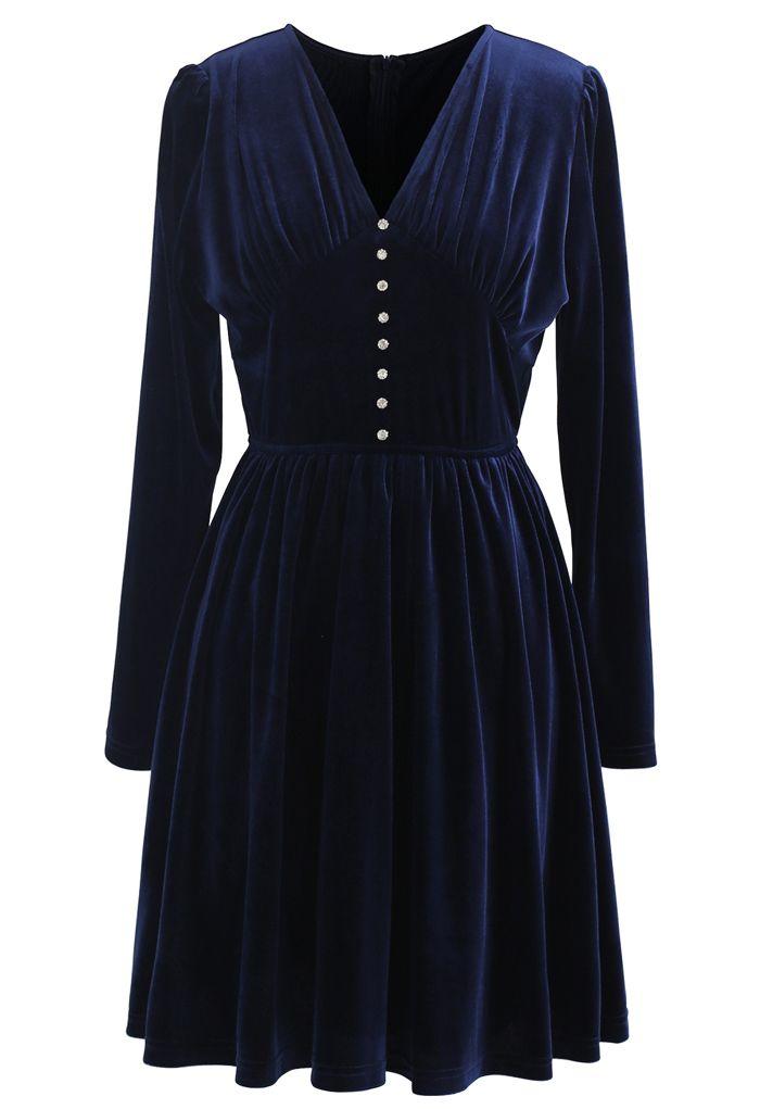 Robe en velours froncé à col en V et bordure boutonnée en bleu marine