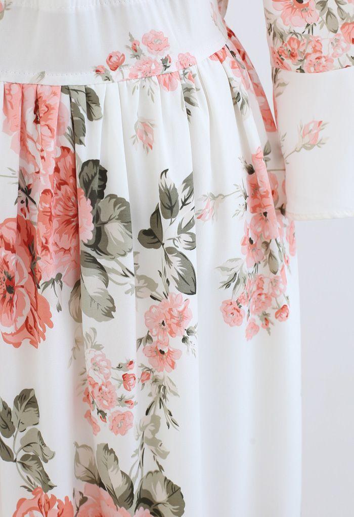 Robe longue portefeuille à volants et pivoine rose en blanc