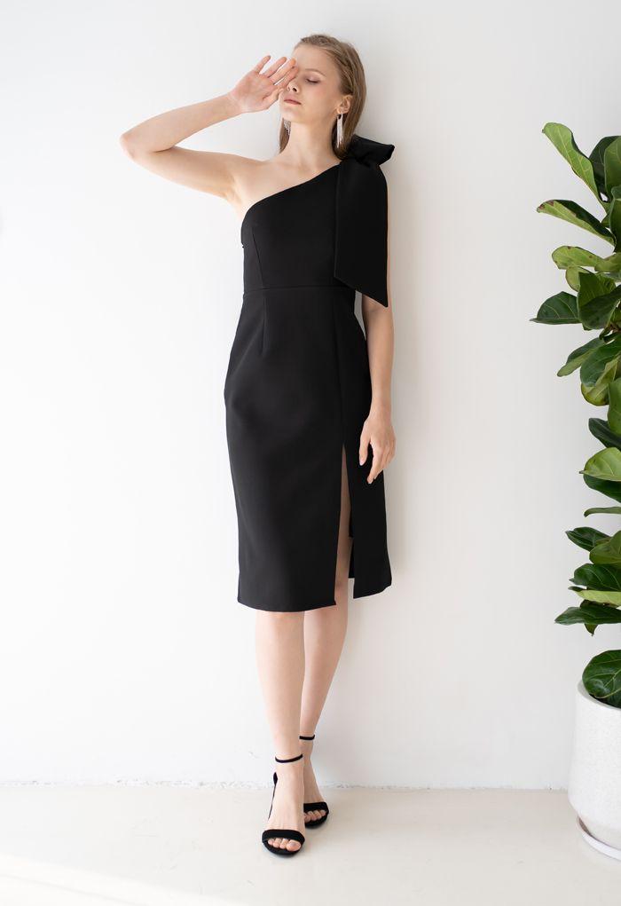 Robe droite fendue oblique à bretelles et nœud en noir