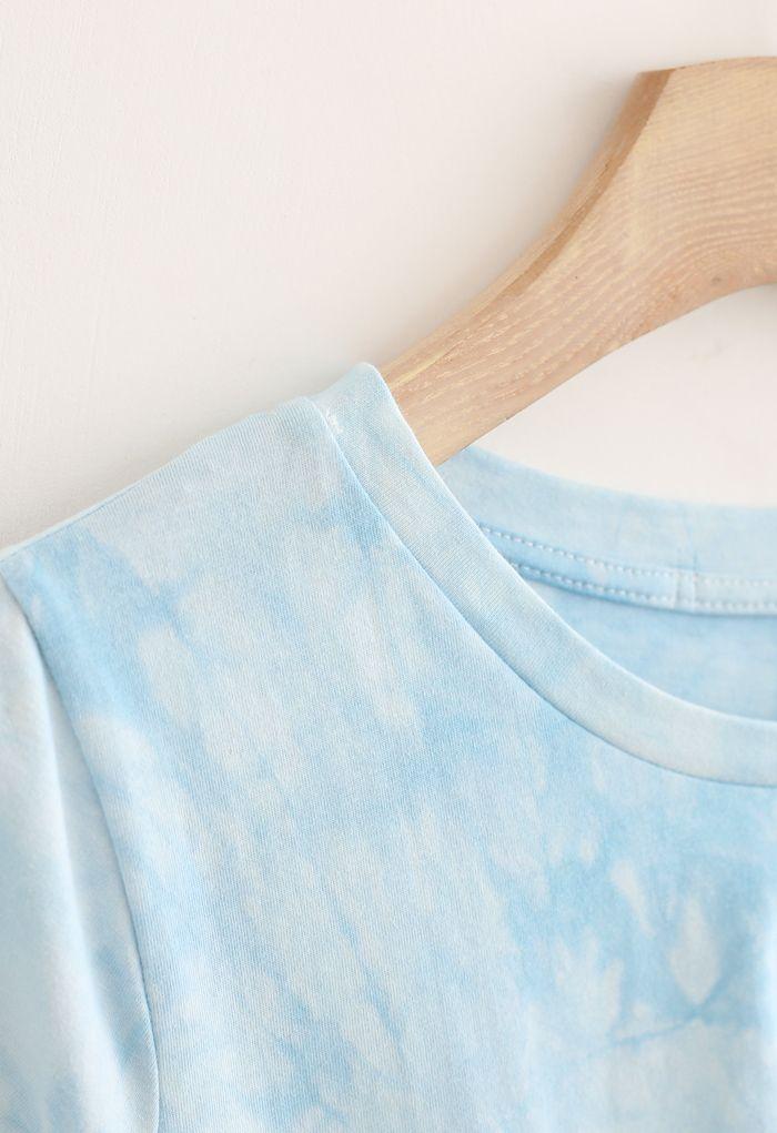Crop top tie-dye à ourlet torsadé en bleu ciel