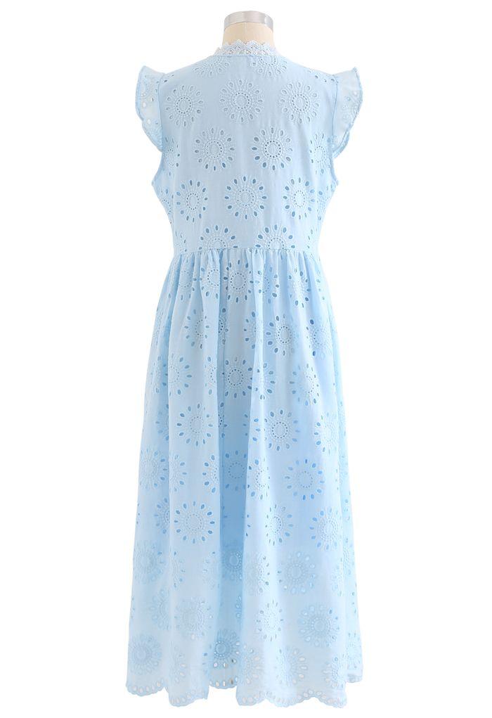 Robe boutonnée sans manches à broderies à œillets sur toute la surface en bleu