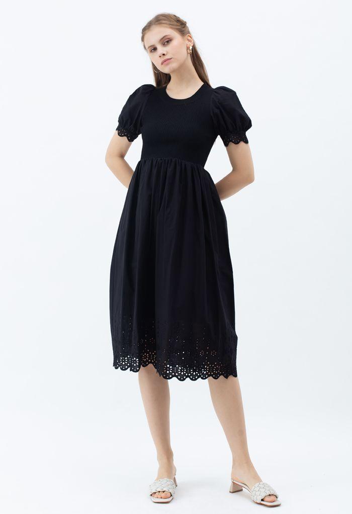 Robe en tricot à manches courtes et œillets brodés en noir