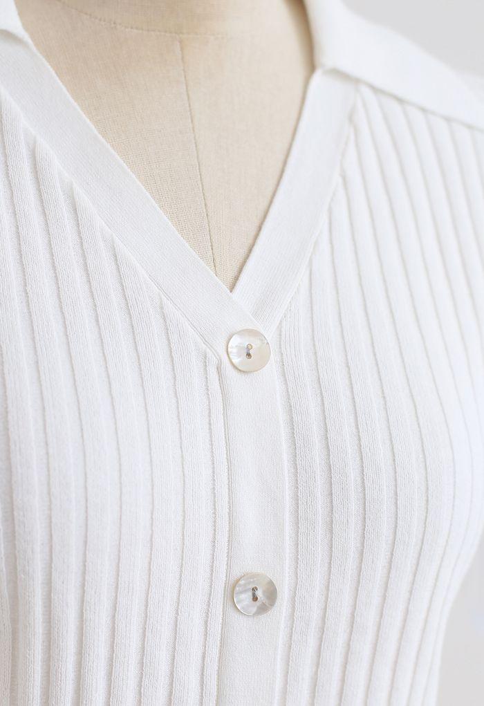 Crop top à col boutonné en blanc