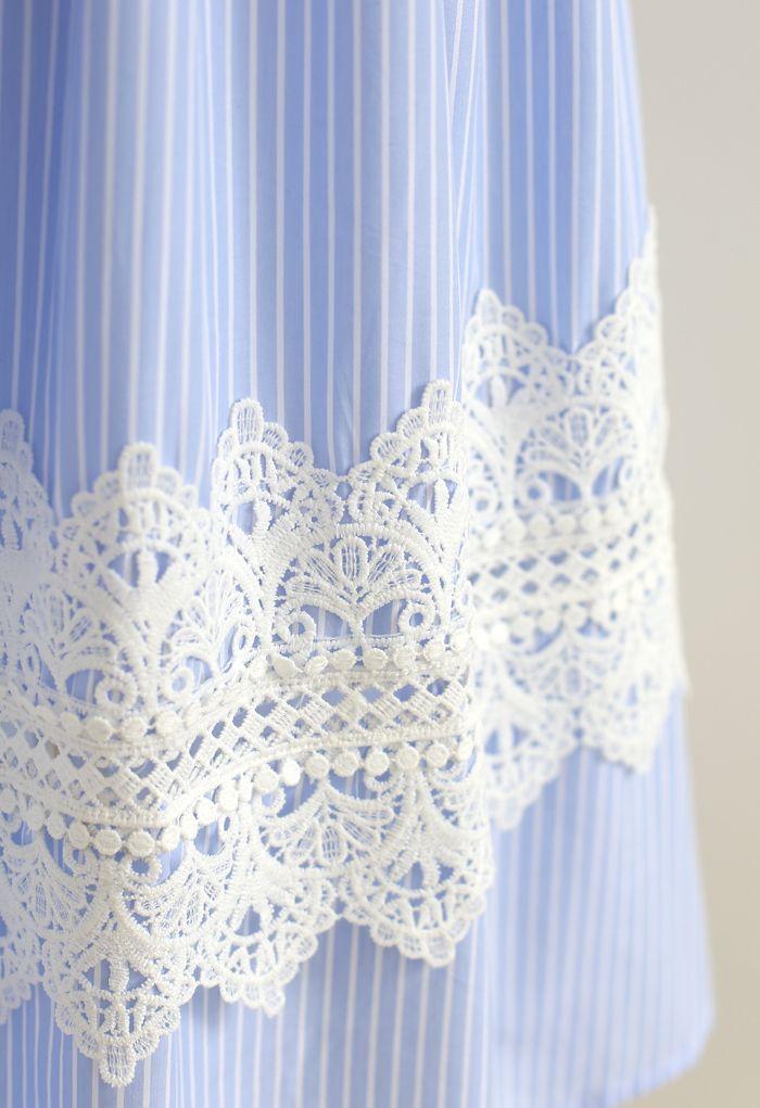 Jupe mi-longue rayée décorée au crochet