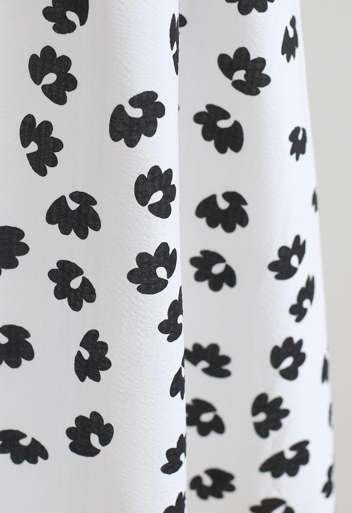 Robe nuisette à imprimé floral en relief en blanc