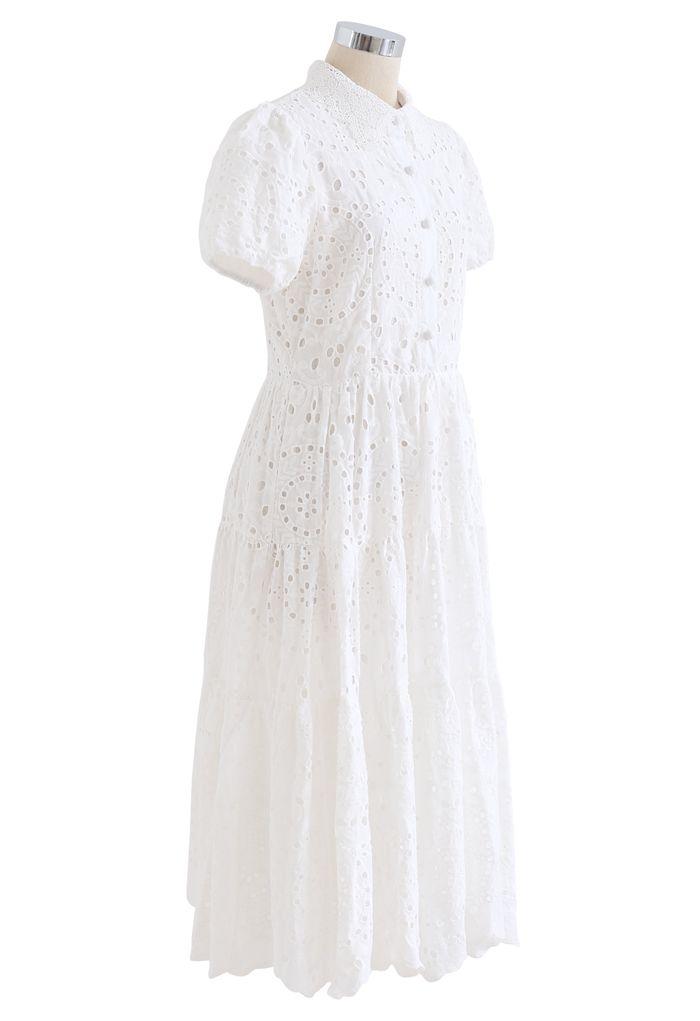 Robe en coton brodé à col crochet