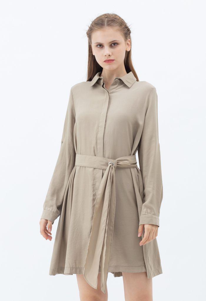 Robe chemise boutonnée à ceinture raffinée en fauve