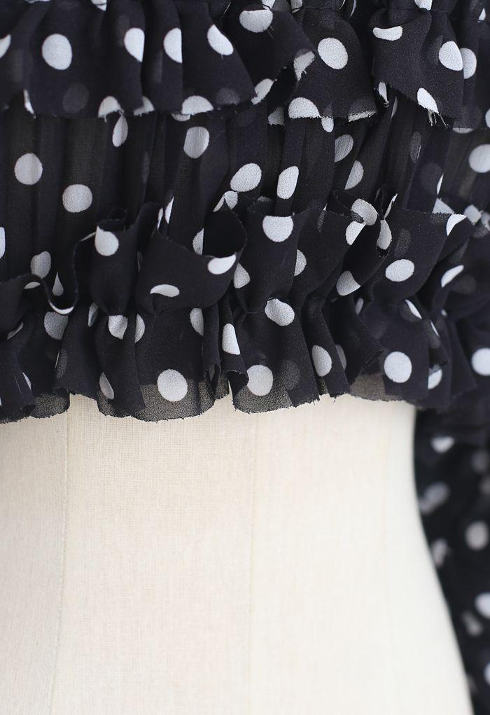 Crop top à volants et épaules dénudées à pois en noir