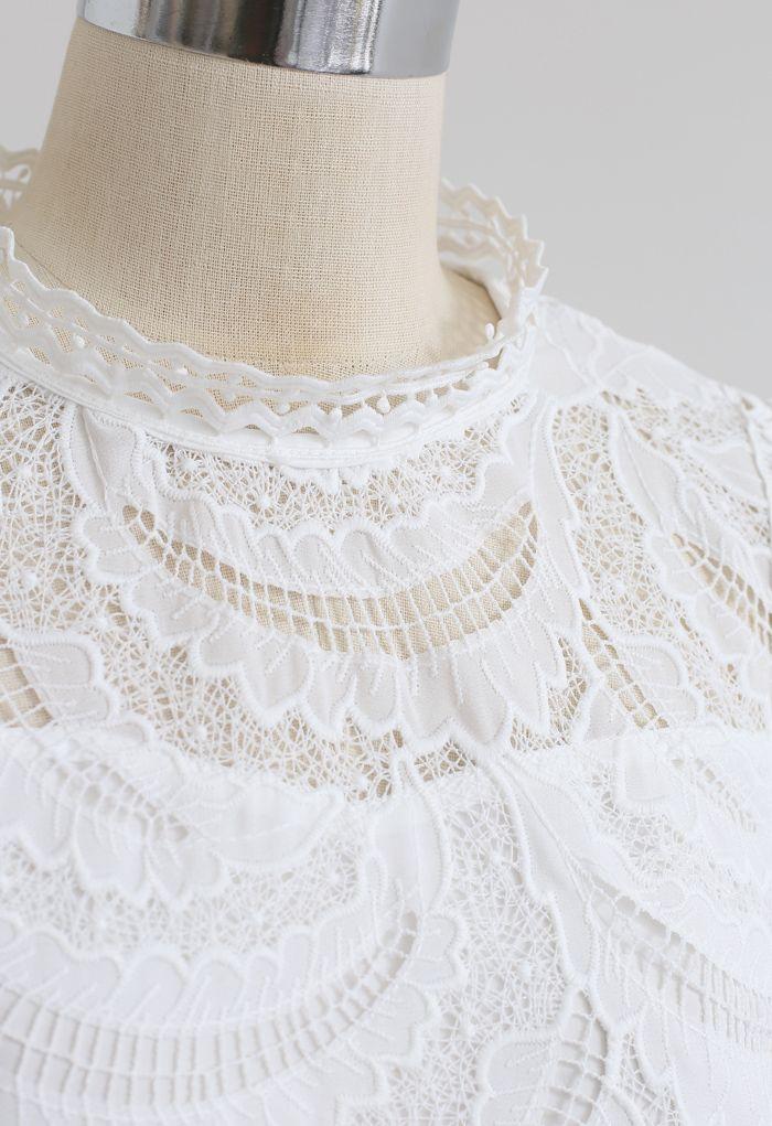 Top en crochet brodé Leaves Shadow en blanc