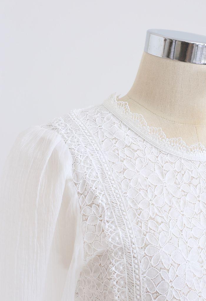 Haut en dentelle à manches transparentes Blooming en blanc