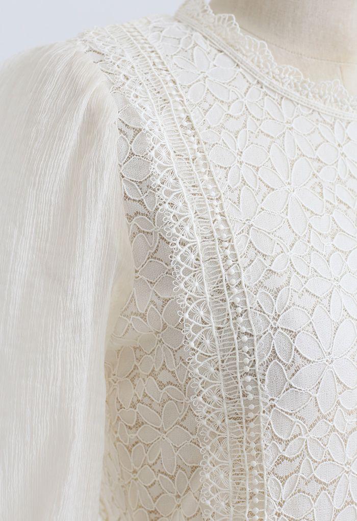 Haut en dentelle à manches transparentes Blooming en crème