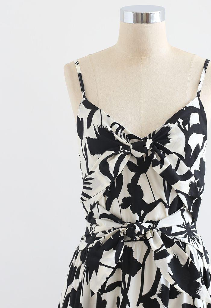 Robe nuisette froncée à nœud imprimé tropical en noir