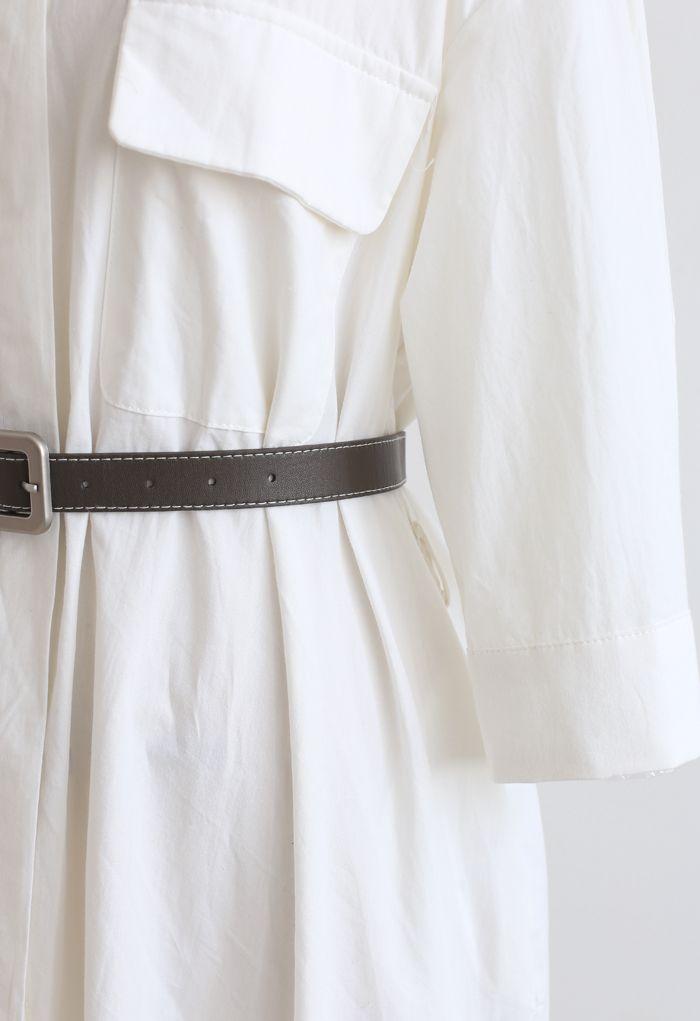 Robe chemise boutonnée en coton ceinturée en blanc