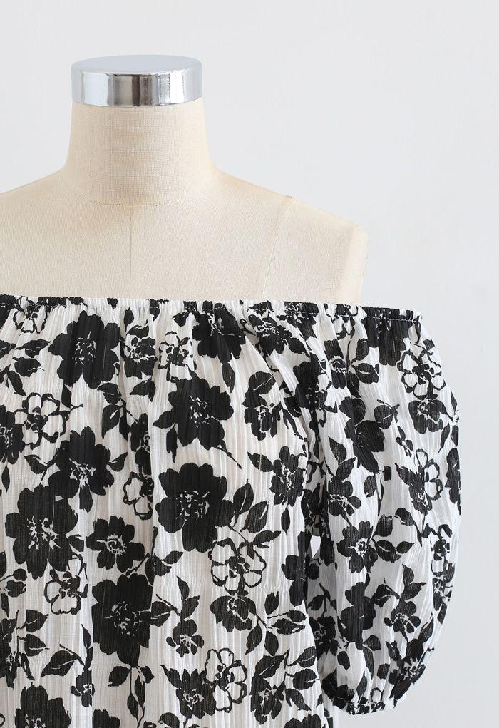 Haut texturé à fleurs noir à épaules dénudées