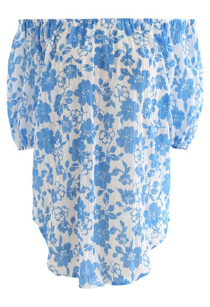 Haut texturé à fleurs bleu à épaules dénudées