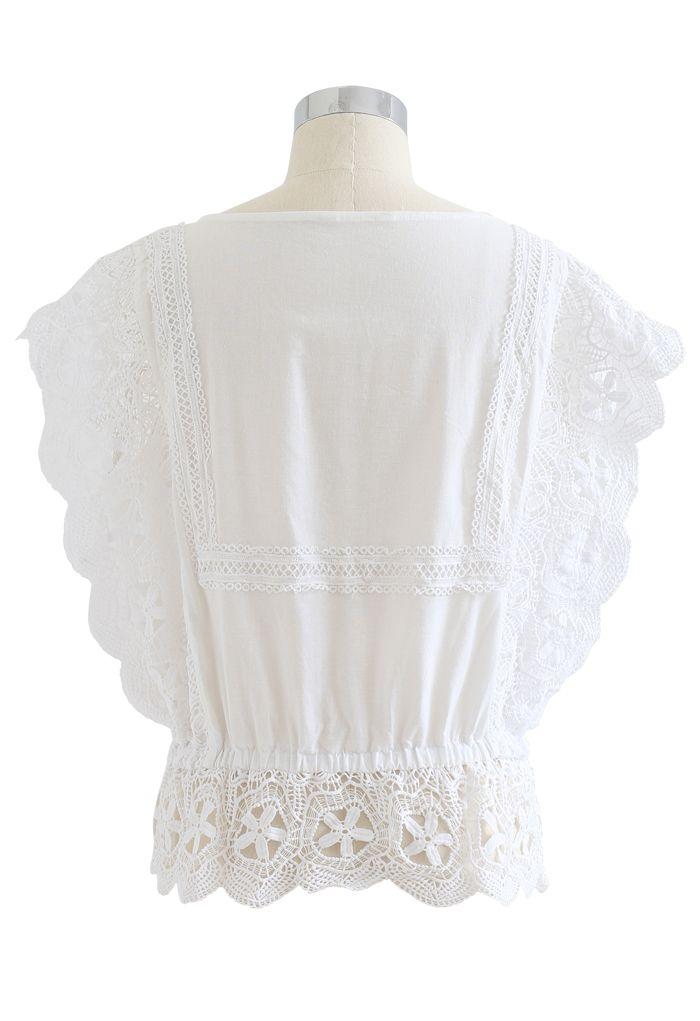 Top basque festonné sans manches avec bordure en crochet blanche