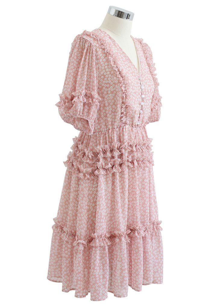 Robe en mousseline de soie à volants et imprimé marguerite en rose