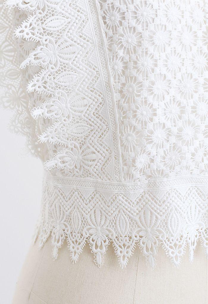 Haut court sans manches en dentelle au crochet en blanc