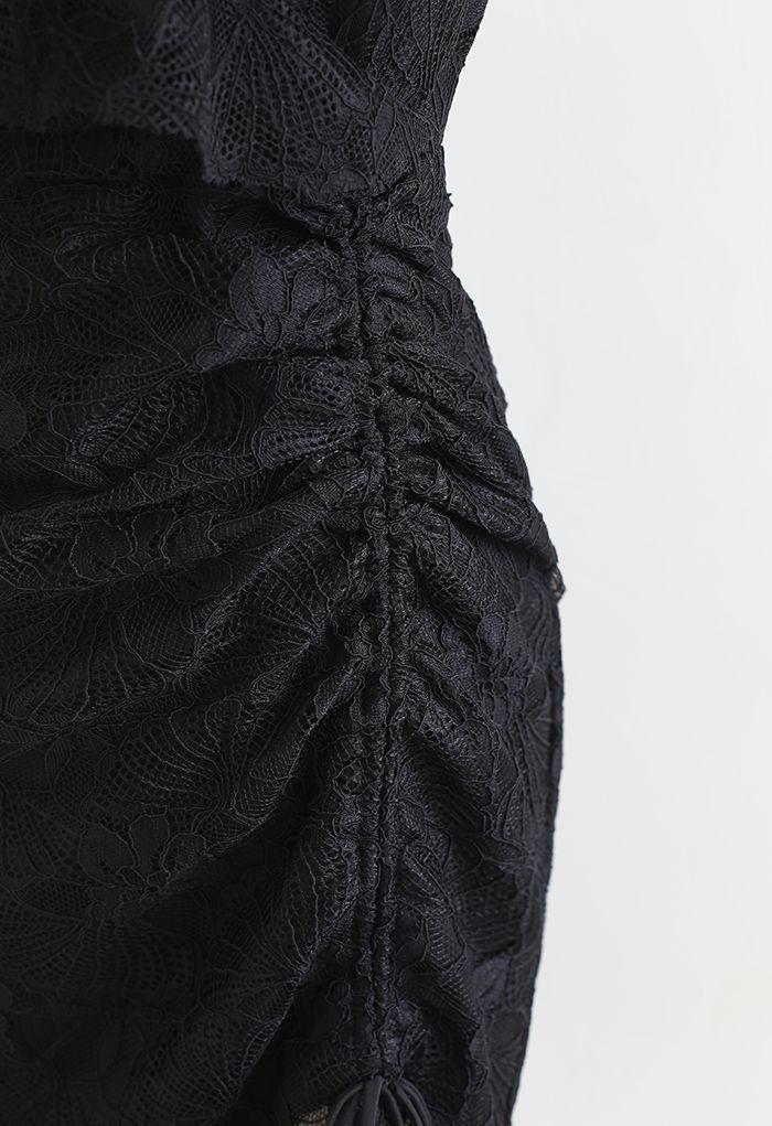 Robe à volants en dentelle à épaules dénudées en noir