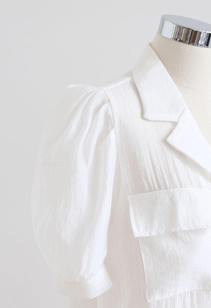 Chemise boutonnée à col cranté et poche à rabat en blanc