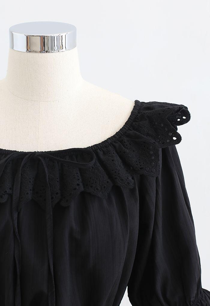 Crop top à nœuds brodés festonnés en noir