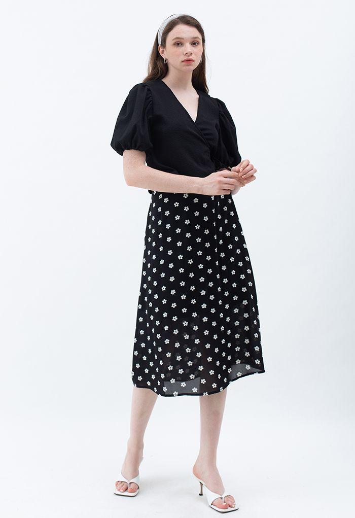 Jupe mi-longue trapèze à taille haute et imprimé marguerite en noir