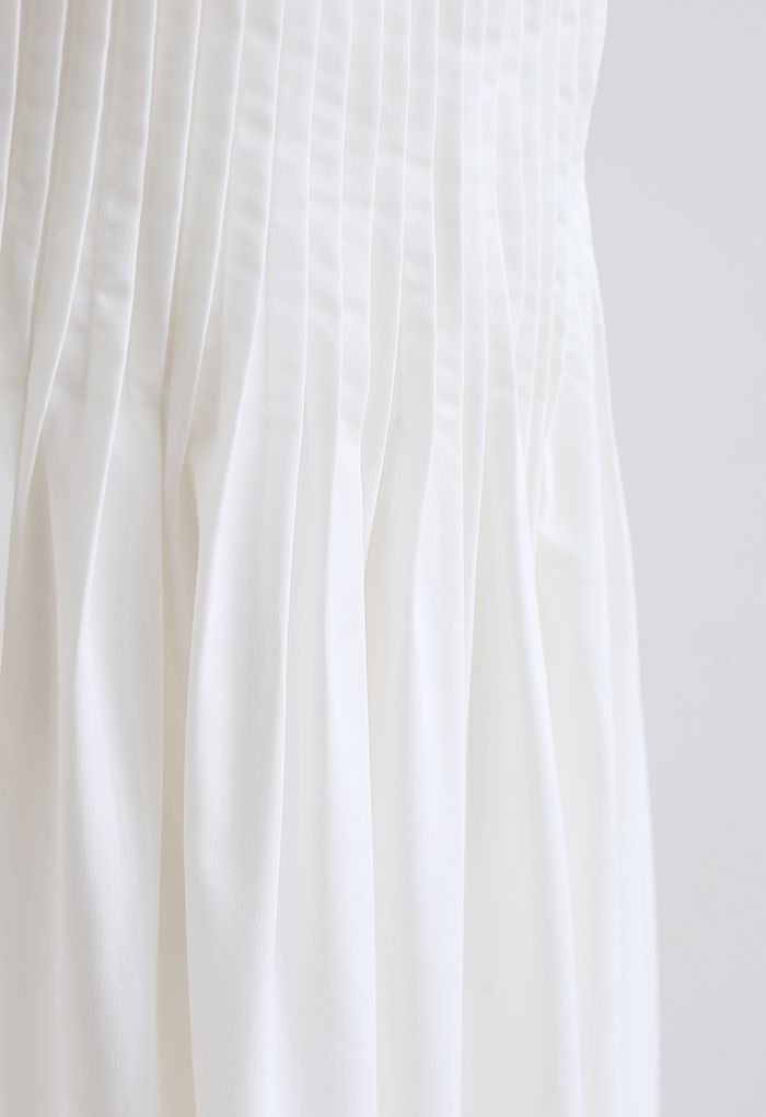 Robe caraco croisée à dos nervuré sur le devant en blanc