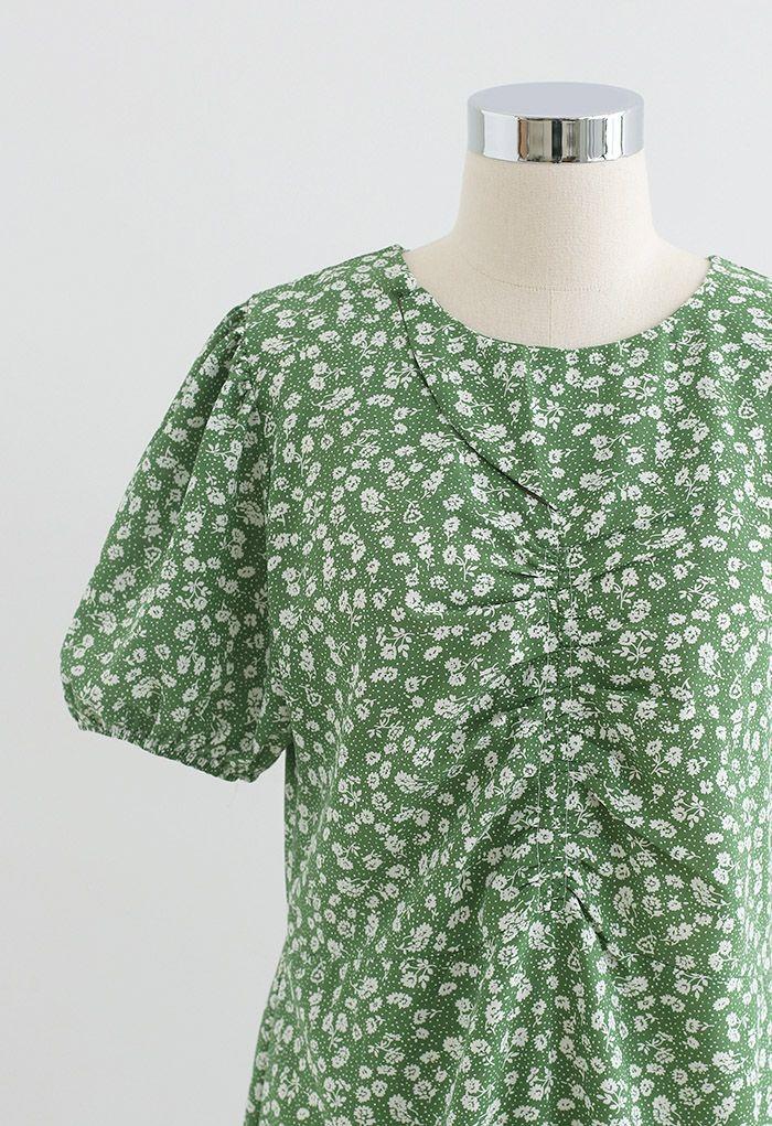 Robe mi-longue froncée à imprimé floral et découpes en vert