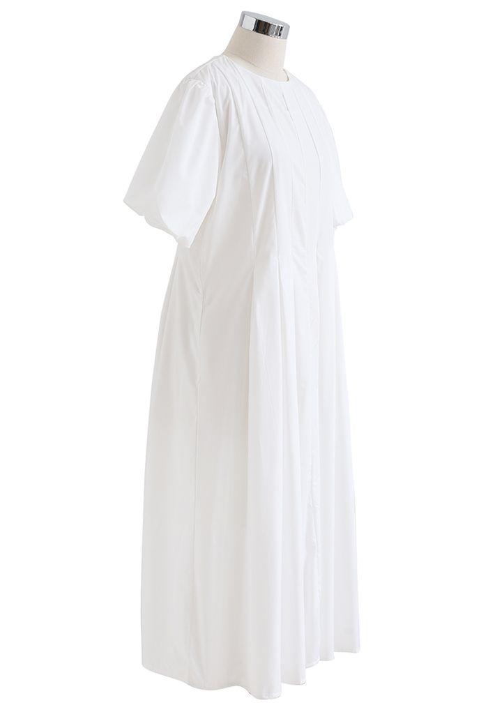 Robe mi-longue plissée à manches courtes Puff en blanc