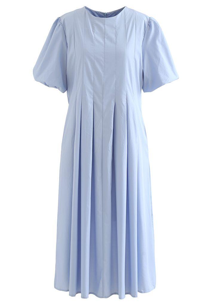 Robe mi-longue plissée à manches courtes Puff en bleu