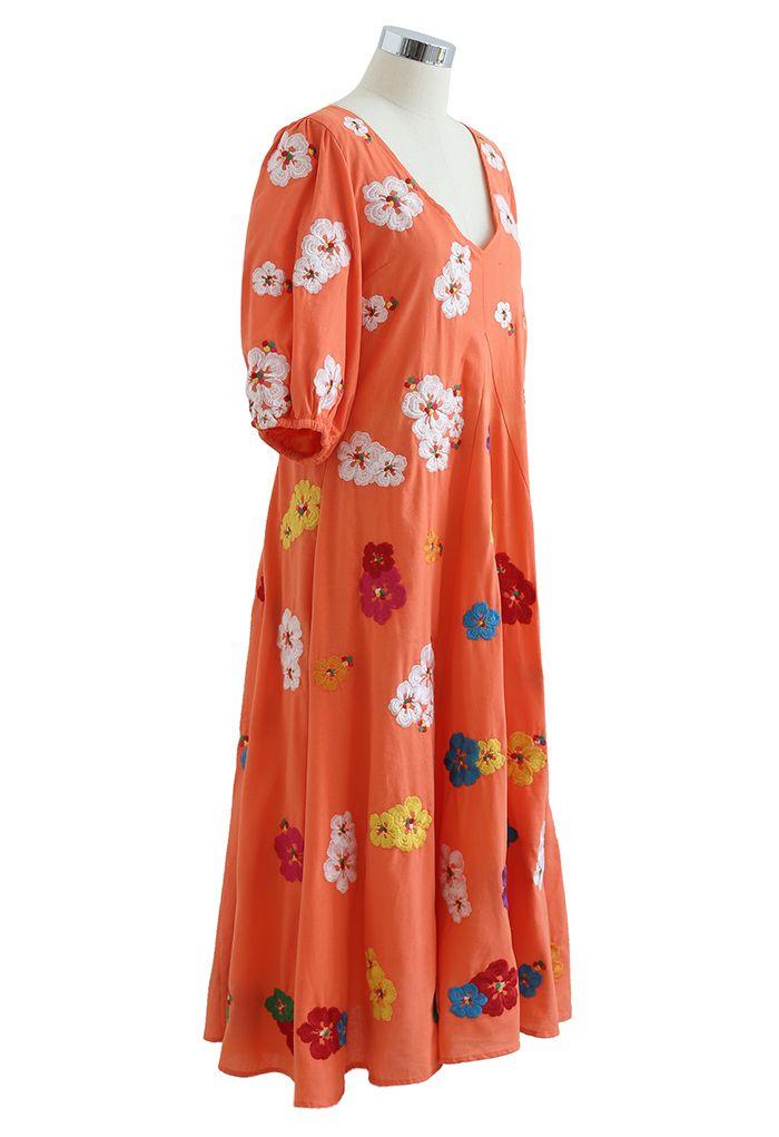 Robe Dolly Plongeante Col V Brodé Pétales en Corail