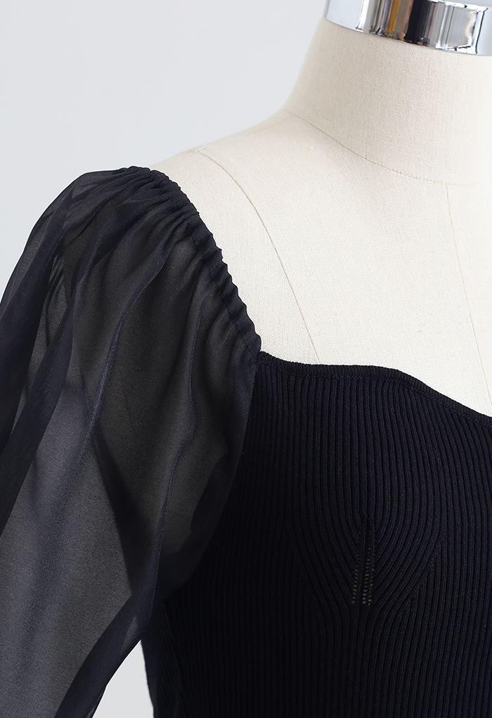 Haut court en tricot à col en cœur et manches épissées en noir
