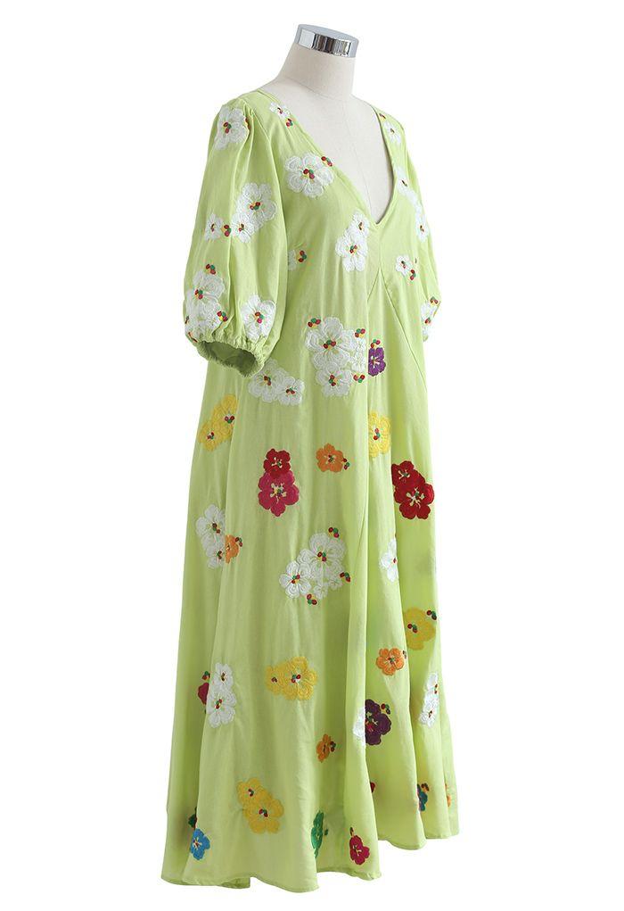 Robe Dolly brodée de pétales à col en V plongeant en vert