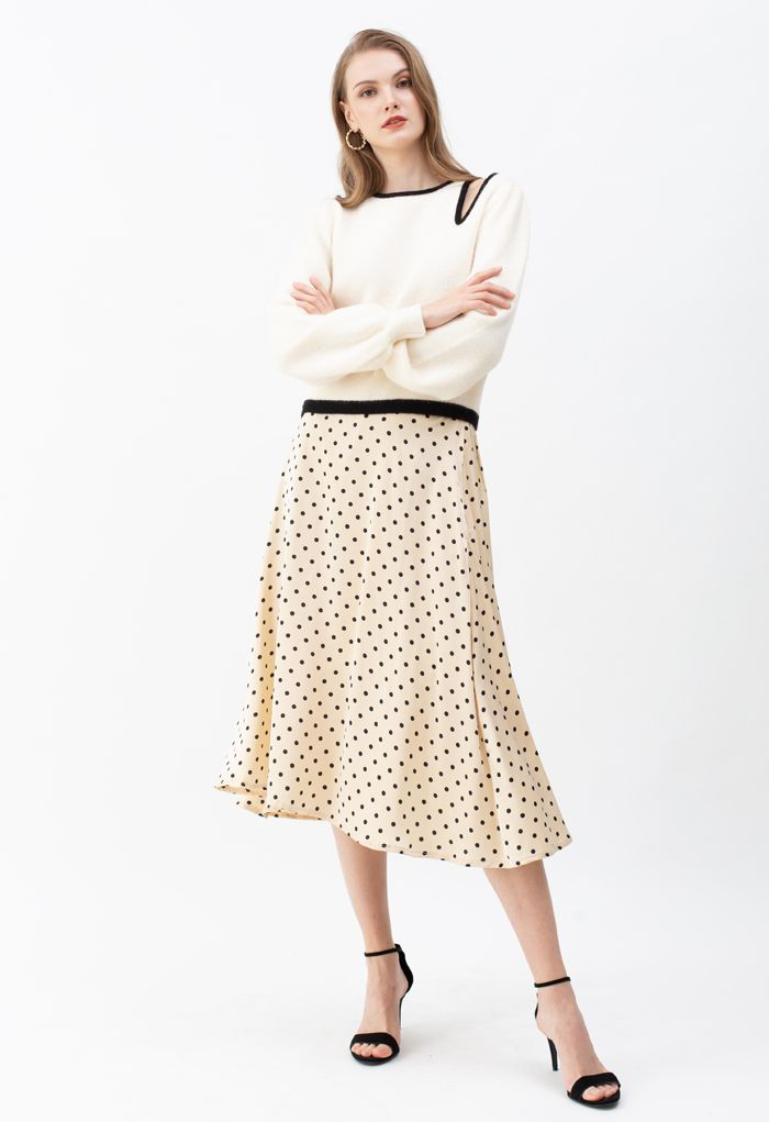 Contrast Color Cut Out Shoulder Knit Sweater in Ivory