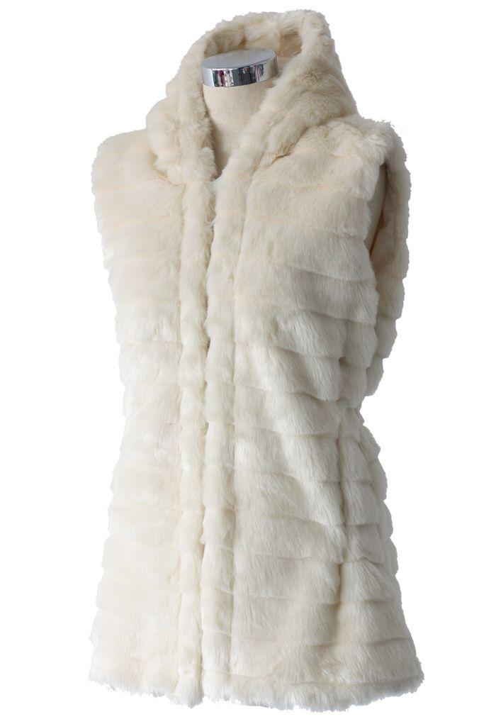 Veste Chicwish en fausse fourrure avec capuch crème