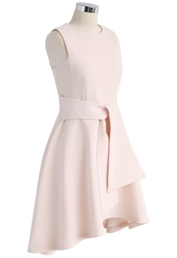 Cravate avec robe sans manches délicatesse en rose