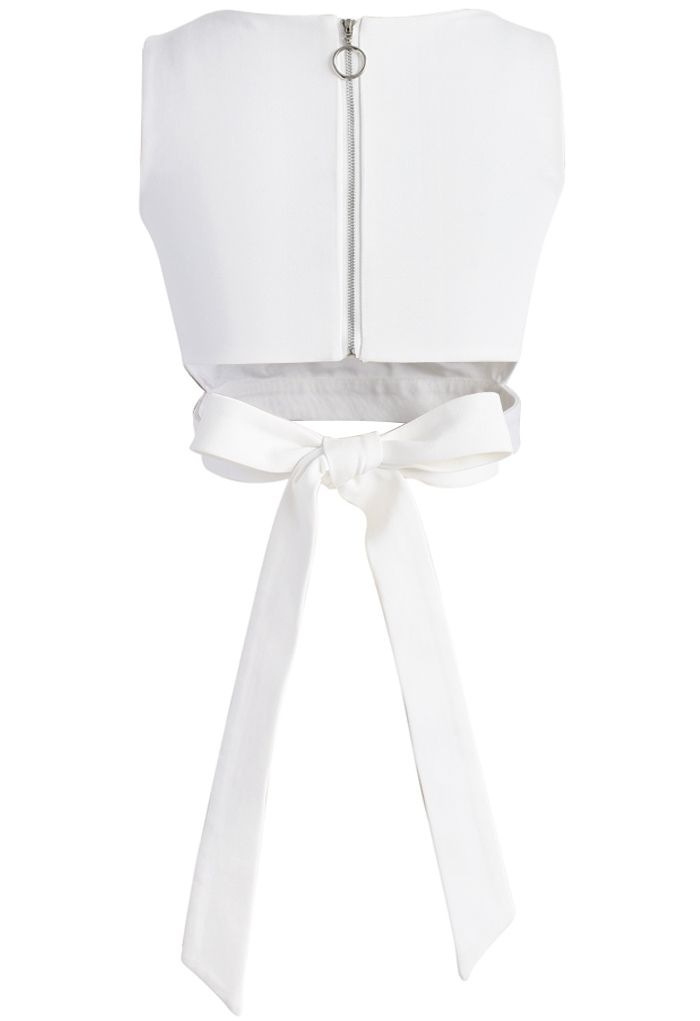 Un Fan de Nœud Papillon Haut Court en Blanc