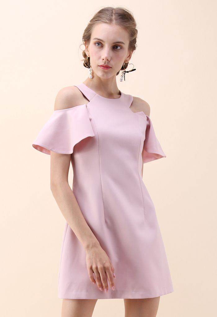Tourbillon dans la robe de soirée à épaules dénudées du week-end en rose