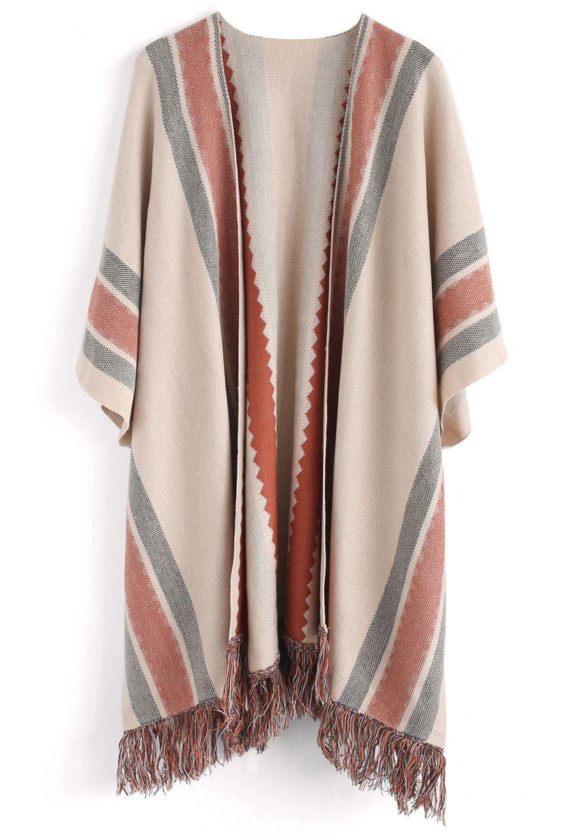 Cape tricotée avec franges et rayures folk